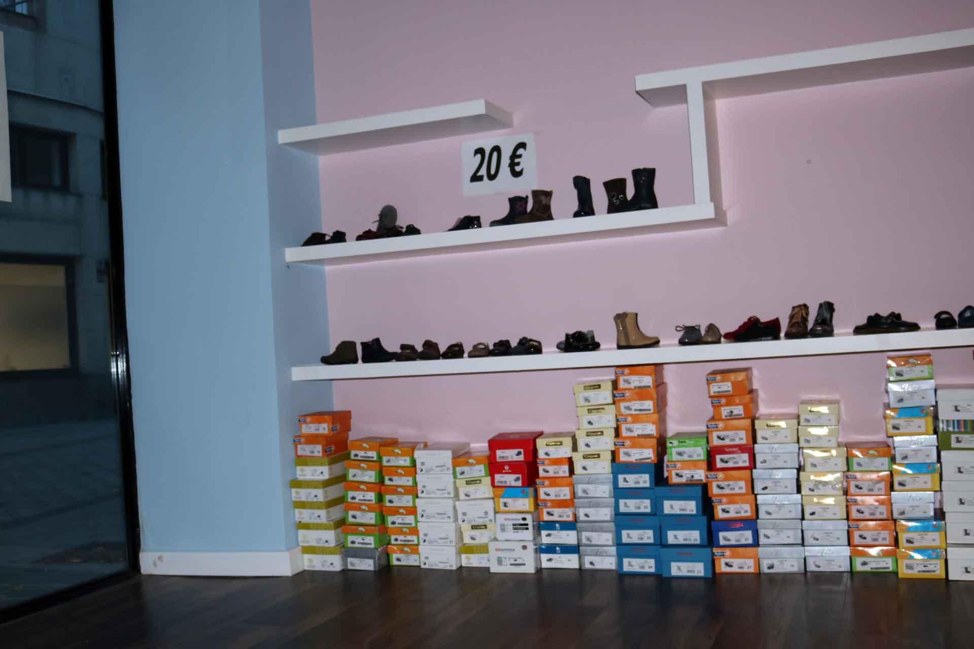 Outlet de calzado infantil en la zapater a correcaminos de irun txikis del bidasoa - Zapateria casas outlet ...