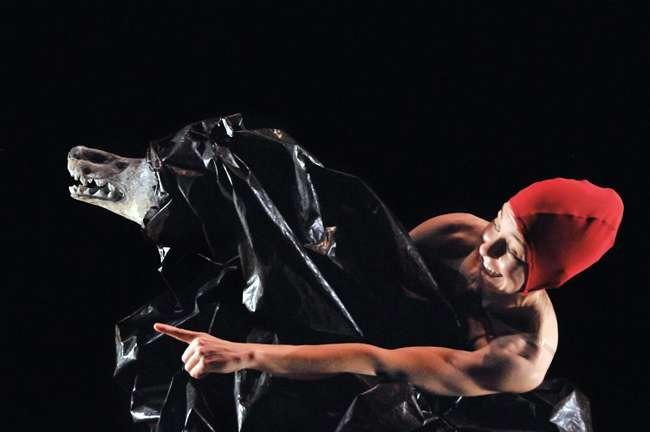 """La Maquiné presenta este sábado a las 18h, en la Sala de Cámara del Kursaal, el espectáculo infantil """"el Bosque de Grimm""""."""