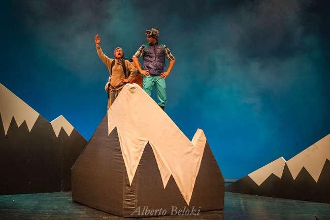 """Sorteo de dos entradas dobles para la obra de teatro familiar """"mendi tontorrean"""" en el Amaia Kz de Irun"""