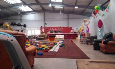 Grenadine et Crayonnade : un parque de juegos cubierto, lleno de juguetes
