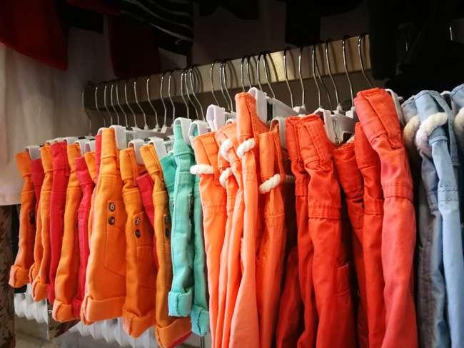 Todas sus prendas son de buena calidad, confeccionadas con buenos algodones.