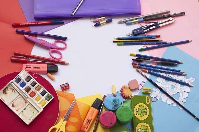 """Abierta la convocatoria de ayudas """"erosi eta ikasi"""" para la compra de material escolar en Irun"""