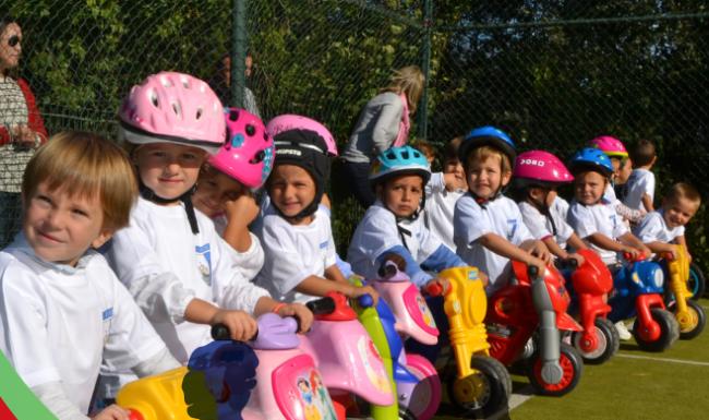Carrera de minimotos, olimpiada infantil familiar y barbacoa