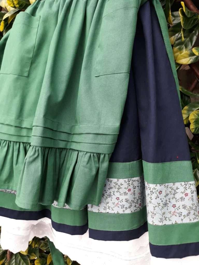 Conchy,  se encarga de la  confección de trajes típicos vascos para niñas y señoras